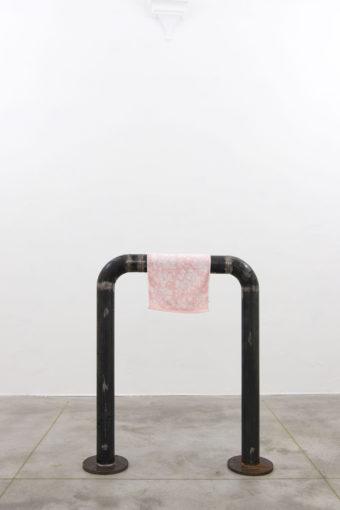 Eric Bainbridge, Untitled, 2014, steel, towel, 100 x 20 x 120 cm